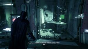 12. В длинном коридоре испытаний на подопытных, вы найдёте запертую дверь с трофеем, чтобы открыть её воспользуйтесь компьютером справа.