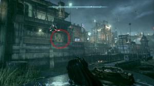 12. С левой стороны моста Милосердия, на здании за разрушаемой стеной трофей.