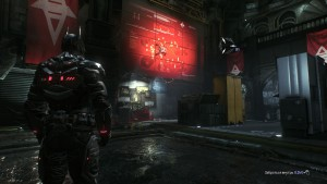 15. Последний паук находится в восточной части помещения, рядом с серверными ящиками на карте с планированием по разрушению Готэма.