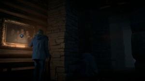Улика № 4 – Семейный портрет. Когда Джош помогает Крису попасть в дом, Крис попадает в длинный коридор с каменными столбами. В первую очередь обратите внимание на картину, висящую на стене. Осмотрите её, чтобы собрать улику.