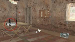 Чертёж в жёлтом доме, рядом находится заключённый.