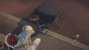 Письмо лежит на земле, рядом с красной королевской каретой