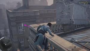 С помощью крюка переберитесь на противоположную часть здания